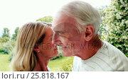 Senior couple embracing in garden. Стоковое видео, агентство Wavebreak Media / Фотобанк Лори