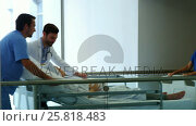 Купить «Team of doctor taking pregnant woman to operation theatre», видеоролик № 25818483, снято 22 марта 2019 г. (c) Wavebreak Media / Фотобанк Лори