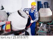 Купить «working man practicing his skills with mixing unit at workshop», фото № 25819971, снято 17 января 2017 г. (c) Яков Филимонов / Фотобанк Лори