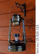Восстановленная керосиновая старинная лампа. Стоковое фото, фотограф Кохан Пётр / Фотобанк Лори
