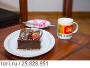 """Скромный торт """"С Днём Рождения!.."""" Стоковое фото, фотограф Павел Лиховицкий / Фотобанк Лори"""