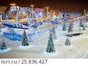 Купить «MOSCOW, RUSSIA - JAN 24, 2015: Scating rink in evening time at VDNKh. Ice skating rink at VDNKh is the largest in Europe - an area more than 20000 square meters.», фото № 25836427, снято 24 января 2015 г. (c) Losevsky Pavel / Фотобанк Лори