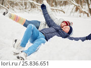 Купить «Laughing man and woman lie in snowbank at winter park», фото № 25836651, снято 25 января 2015 г. (c) Losevsky Pavel / Фотобанк Лори