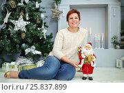 Купить «Woman sit on floor with little santa claus near christmas tree and fireplace», фото № 25837899, снято 24 декабря 2014 г. (c) Losevsky Pavel / Фотобанк Лори