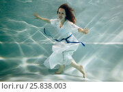 Купить «Smiling young woman in white dress poses in swimming pool underwater», фото № 25838003, снято 14 мая 2016 г. (c) Losevsky Pavel / Фотобанк Лори
