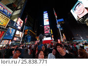 Купить «NEW YORK - August 22, 2014: People at Times Square at night», фото № 25838771, снято 22 августа 2014 г. (c) Losevsky Pavel / Фотобанк Лори