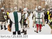 Купить «RUSSIA, MOSCOW - DEC 28, 2014: Men dressed in warriors defensive equipment and spectators during historic reenactment battle on Military History maneuvers on Taganka», фото № 25839331, снято 28 декабря 2014 г. (c) Losevsky Pavel / Фотобанк Лори