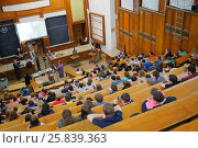 MOSCOW, RUSSIA - MAY 17, 2014: Students at Day of physics in Moscow State University. MSU was founded in 1755. Редакционное фото, фотограф Losevsky Pavel / Фотобанк Лори