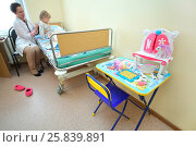 RUSSIA, MOSCOW - AUG 31, 2015: pediatric physician with stethoscope listening breath of young girl in multidisciplinary Clinic Center Endosurgery and Lithotripsy (CELT) (woman with model release) Редакционное фото, фотограф Losevsky Pavel / Фотобанк Лори