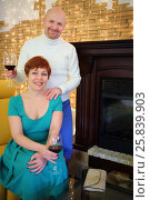 Portrait of a happy woman and a man with glasses of wine near the fireplace, фото № 25839903, снято 22 февраля 2015 г. (c) Losevsky Pavel / Фотобанк Лори