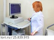 Купить «nurse examines cardiogram of patient monitor ECG in multidisciplinary clinic», фото № 25839915, снято 31 августа 2015 г. (c) Losevsky Pavel / Фотобанк Лори