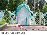 Купить «Fenced area in the park decorated with semitransparent fabric of green and white colours and rose petals», фото № 25839955, снято 30 мая 2015 г. (c) Losevsky Pavel / Фотобанк Лори