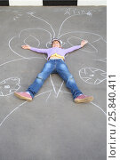 Купить «Girl lying on the pavement outstretched hands and feet on butterfly made with chalk», фото № 25840411, снято 1 июня 2015 г. (c) Losevsky Pavel / Фотобанк Лори