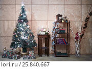 Купить «Room decorated to christmas holidays with artificial pine-tree and gift boxes», фото № 25840667, снято 11 января 2015 г. (c) Losevsky Pavel / Фотобанк Лори