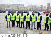 Купить «MOSCOW - DEC 05, 2014: Nine professional driving instructors on site of the Academy of safe driving Ford in Moscow», фото № 25841119, снято 5 декабря 2014 г. (c) Losevsky Pavel / Фотобанк Лори