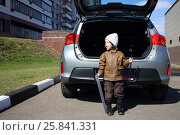 Купить «Little boy in white hat standing with machine number and socket wrench near open trunk of car», фото № 25841331, снято 17 апреля 2014 г. (c) Losevsky Pavel / Фотобанк Лори