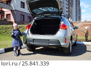 Купить «Little girl standing with socket wrench and boy near open trunk of car», фото № 25841339, снято 17 апреля 2014 г. (c) Losevsky Pavel / Фотобанк Лори