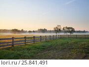 Купить «Morning fog on a field in the countryside», фото № 25841491, снято 19 июля 2015 г. (c) Losevsky Pavel / Фотобанк Лори