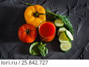 A glass of fresh vegetable juice and vegetables - yellow pepper, red tomato, cucumber and greens. View from above. Стоковое фото, фотограф Татьяна Дубчук / Фотобанк Лори