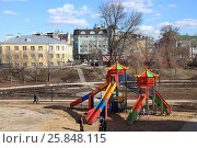 Купить «Детская площадка. Рязань.», фото № 25848115, снято 26 марта 2017 г. (c) УНА / Фотобанк Лори