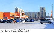 Город Омск, гипермаркет товаров для сада и дома OBI, парковка, фото № 25852135, снято 29 января 2017 г. (c) Виктор Топорков / Фотобанк Лори