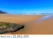 Купить «Summer sandy beach (Portugal).», фото № 25852259, снято 23 мая 2016 г. (c) Юрий Брыкайло / Фотобанк Лори