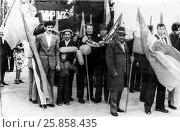 Купить «1 мая 1982 года. Крым, село Золотое Поле, первомайская демонстрация», фото № 25858435, снято 1 мая 1982 г. (c) Александр  Буторин / Фотобанк Лори