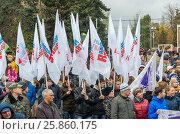 Купить «Volgograd, Russia - November 04.2016. Flags Young Guard - youth organization on Day of National Unity», фото № 25860175, снято 4 ноября 2016 г. (c) Володина Ольга / Фотобанк Лори
