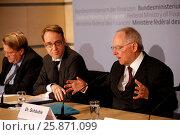 Купить «Wolfgang Schaeuble (CDU), Federal Minister of Finance, answers questions at press conference in Berlin.Berlin, 18. Maerz 2013. Pressekonferenz mit Bundesfinanzminister...», фото № 25871099, снято 20 июля 2019 г. (c) age Fotostock / Фотобанк Лори