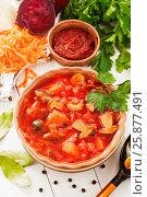 Купить «Борщ с грибами на столе. Постное блюдо», фото № 25877491, снято 31 марта 2017 г. (c) Надежда Мишкова / Фотобанк Лори