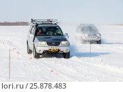 Купить «KHABAROVSK, RUSSIA - JANUARY 28, 2017: Suzuki Escudo vs Mitsubishi Pajero», фото № 25878483, снято 28 января 2017 г. (c) Юрий Стройкин / Фотобанк Лори