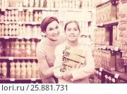 Купить «glad woman with daughter choosing refreshing beverages in supermarket», фото № 25881731, снято 5 января 2017 г. (c) Яков Филимонов / Фотобанк Лори