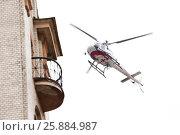 Купить «Медицинский вертолет пролетает над городом», фото № 25884987, снято 3 апреля 2017 г. (c) Евгений Кашпирев / Фотобанк Лори
