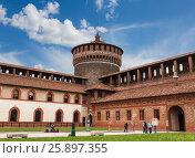 Купить «Замок Сфорцеско, средневековая крепость в Милане, Италия», фото № 25897355, снято 30 мая 2016 г. (c) Наталья Волкова / Фотобанк Лори