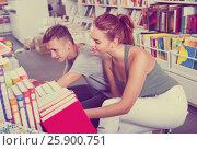Купить «girl and boy teenagers in book store», фото № 25900751, снято 16 сентября 2016 г. (c) Яков Филимонов / Фотобанк Лори