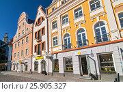Central streets of Riga in early morning, Riga, Latvia. Редакционное фото, агентство BE&W Photo / Фотобанк Лори