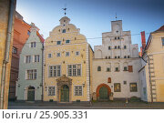 Three Brothers, a cluster of medieval houses in old town, Riga. Latvia. Стоковое фото, агентство BE&W Photo / Фотобанк Лори