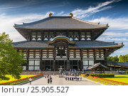 Купить «Todaiji Temple is a Buddhist temple complex, that was once one of the powerful Seven Great Temples, located in the city of Nara, Japan», фото № 25905527, снято 26 марта 2019 г. (c) BE&W Photo / Фотобанк Лори
