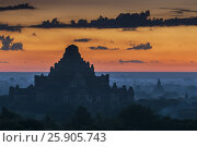 Sunset over the Dhammayangyi pagoda of Bagan, Mandalay, Myanmar. Стоковое фото, агентство BE&W Photo / Фотобанк Лори