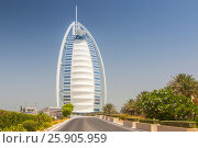 "Купить «View of the world's first seven stars luxury hotel Burj Al Arab ""Tower of the Arabs"", Madinat Jumeirah in Dubai, United Arab Emirates», фото № 25905959, снято 19 ноября 2018 г. (c) BE&W Photo / Фотобанк Лори"