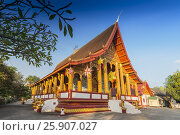 Купить «Wat Manorom, Buddhist temple, Luang Prabang, Laos», фото № 25907027, снято 26 марта 2019 г. (c) BE&W Photo / Фотобанк Лори