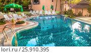 Купить «Небольшой уютный отель Anyavee Railay Resort с бассейном. Королевство Таиланд, провинция Краби, полуостров Рейли (Railay)», фото № 25910395, снято 27 января 2017 г. (c) Владимир Сергеев / Фотобанк Лори