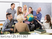 Купить «students chatting at training session for employees during break in classroom», фото № 25911067, снято 19 сентября 2018 г. (c) Яков Филимонов / Фотобанк Лори