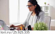 Купить «stressed businesswoman with laptop at office», видеоролик № 25925335, снято 16 марта 2017 г. (c) Syda Productions / Фотобанк Лори
