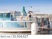 Купить «Легкий вертолет Robinson R44 Raven II (RA-06364) взлетает с плавучей вертолетной площадки на Адмиралтейской набережной в Санкт-Петербурге», фото № 25934627, снято 16 июля 2015 г. (c) Сергей Дубров / Фотобанк Лори