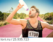 Купить «Male runner drinking on track in desert», фото № 25935723, снято 23 июля 2019 г. (c) Wavebreak Media / Фотобанк Лори