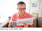Купить «man drinking tea and reading newspaper at home», фото № 25939183, снято 16 декабря 2016 г. (c) Syda Productions / Фотобанк Лори