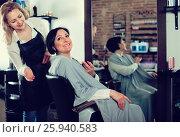 Купить «Hairdresser listens to wishes of adult woman about her hairstyle», фото № 25940583, снято 7 марта 2017 г. (c) Яков Филимонов / Фотобанк Лори
