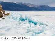 Купить «Торосы из голубого байкальского льда у острова Ижилхей в проливе Малое Море», фото № 25941543, снято 12 марта 2017 г. (c) Илья Бесхлебный / Фотобанк Лори