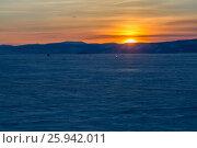 Купить «Закат над зимним озером Байкал», фото № 25942011, снято 12 марта 2017 г. (c) Илья Бесхлебный / Фотобанк Лори